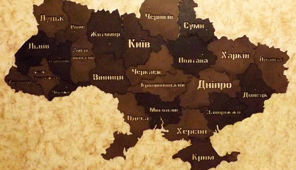 Карта Украины из дерева