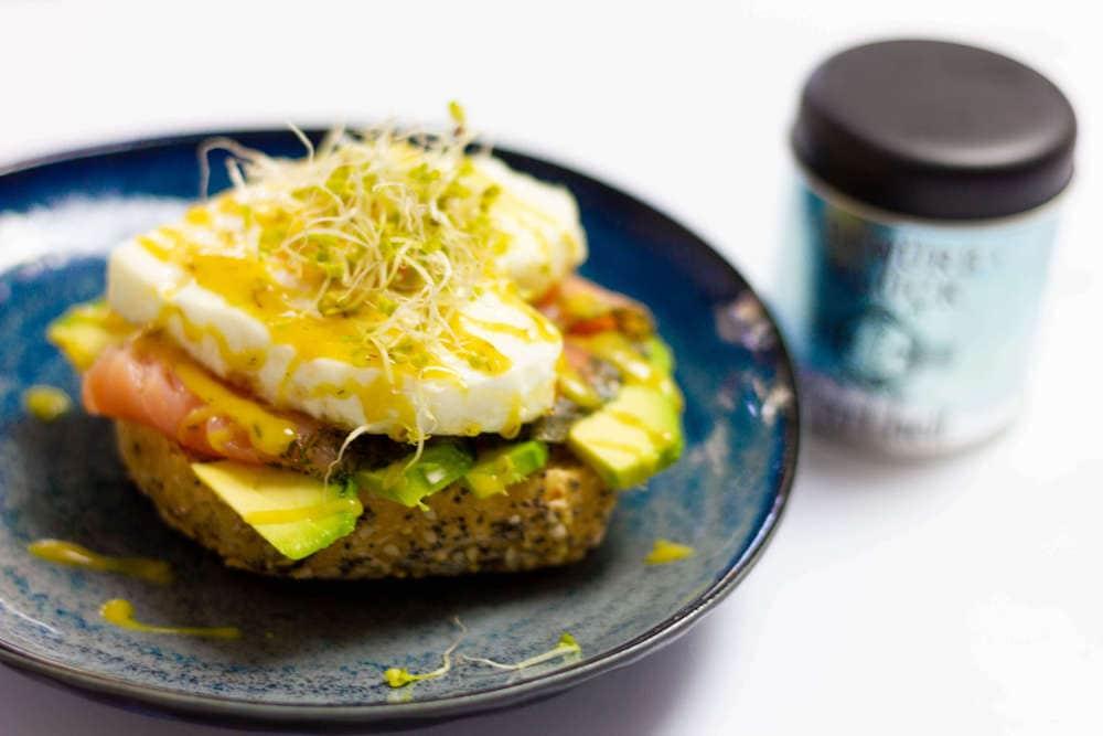 rezept für Lachs-Avocadobrötchen mit Dill-Honig-Senf-Sauce
