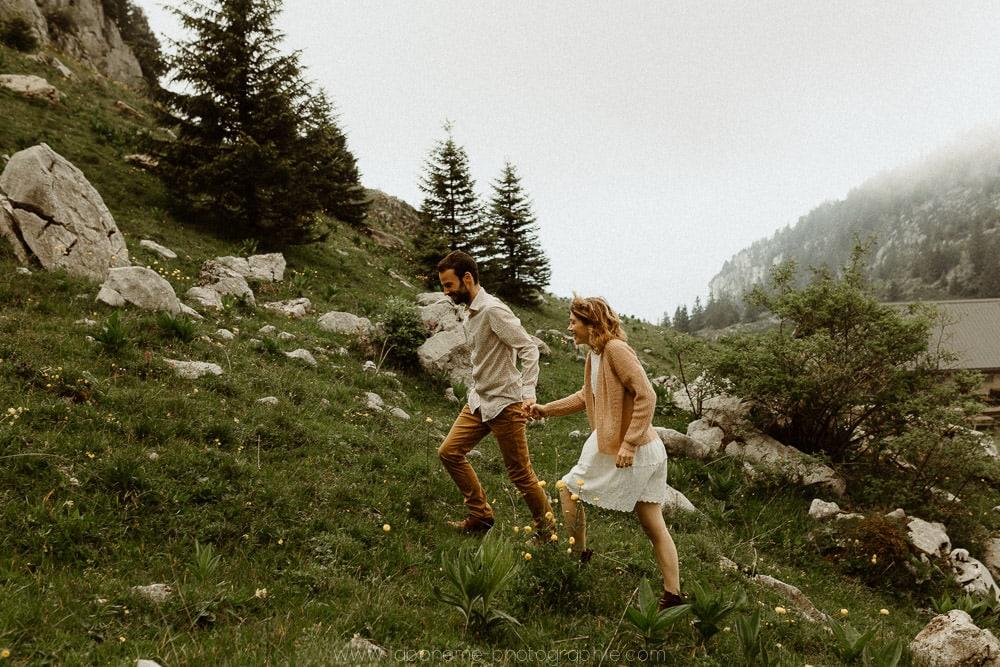 seance couple dans les alpes au parmelan