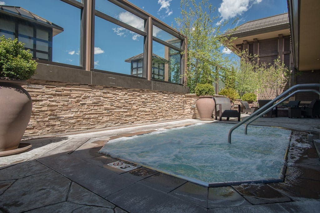 Outdoor hot tub on the roof of the Ameristar Black Hawk Resort with views of the city of Black Hawk