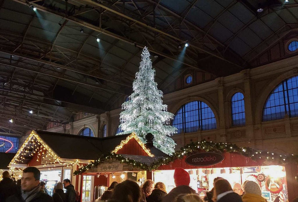 zurich christmas market in the train station