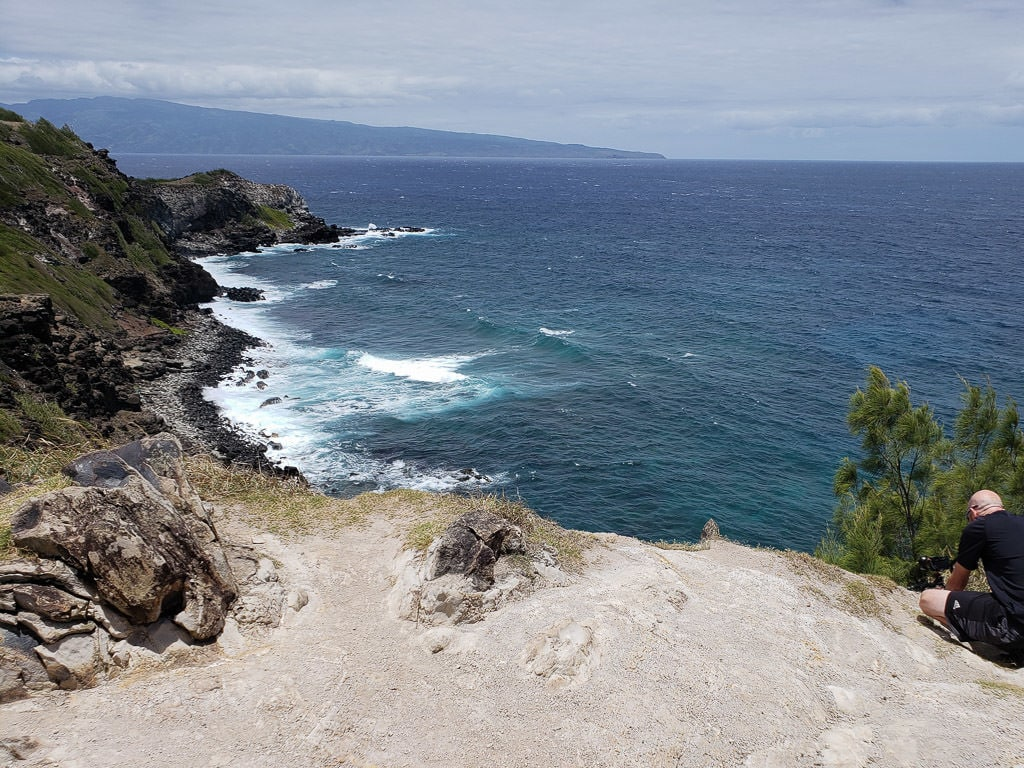 Waves crashing against the cliffs on a pull-off on the West Maui Loop Drive