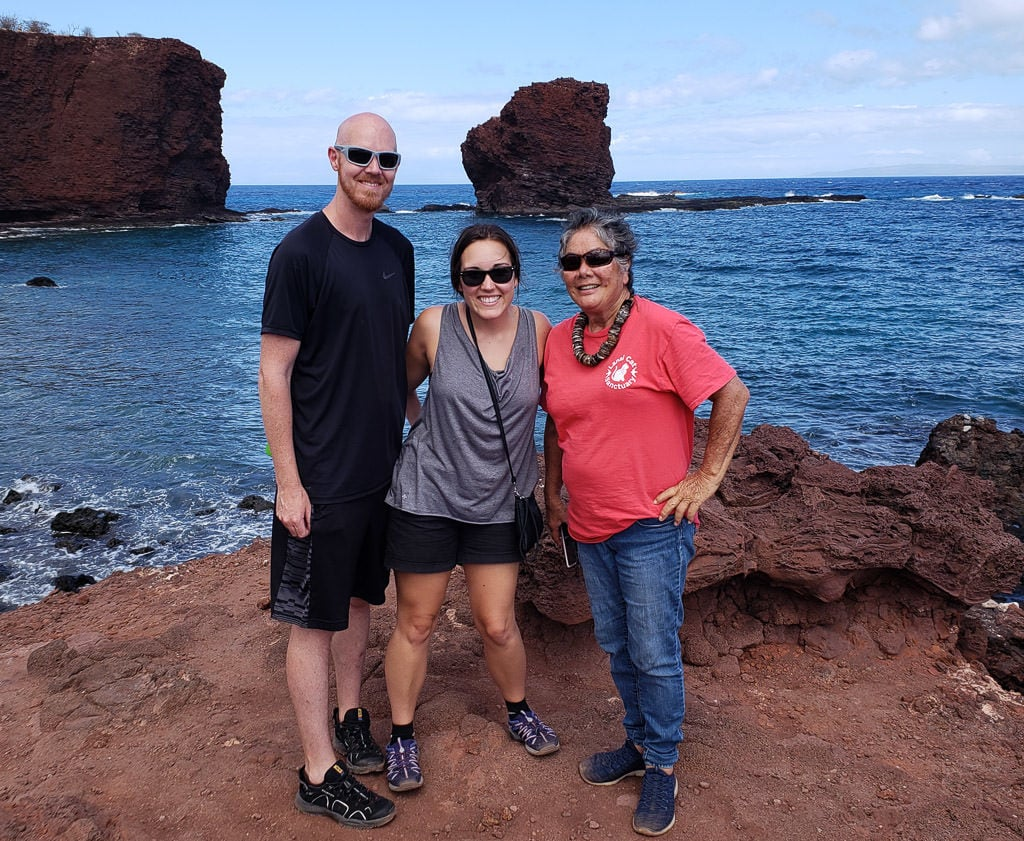 photo with tour guide alberta on a lanai day trip by the beach