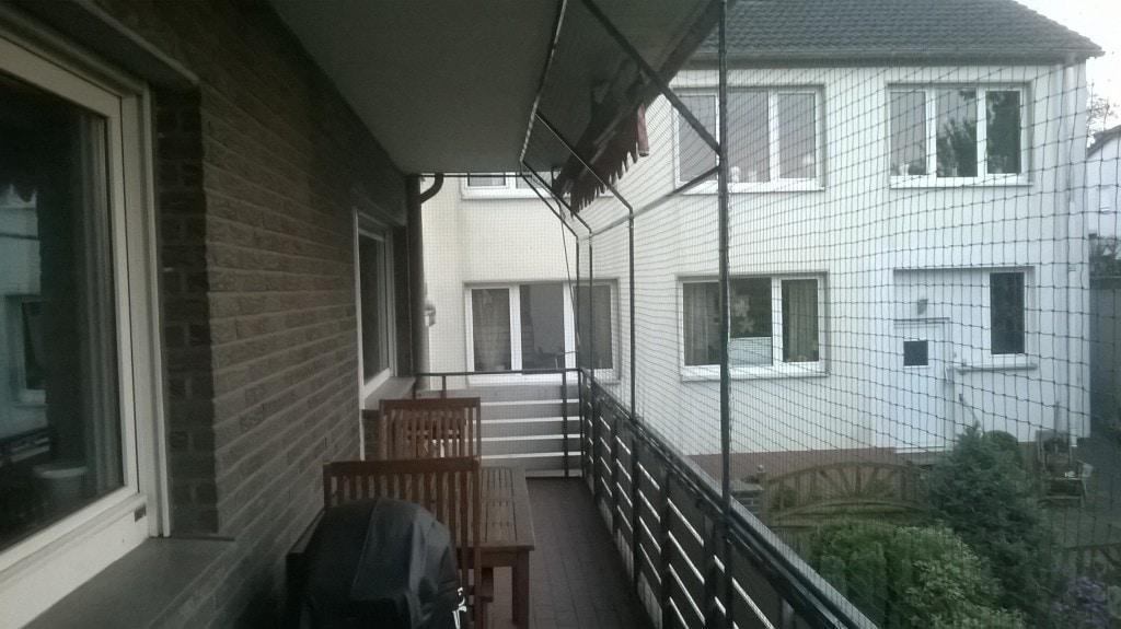 über 14m langer Balkon mit je 2m breiten Feldern ...