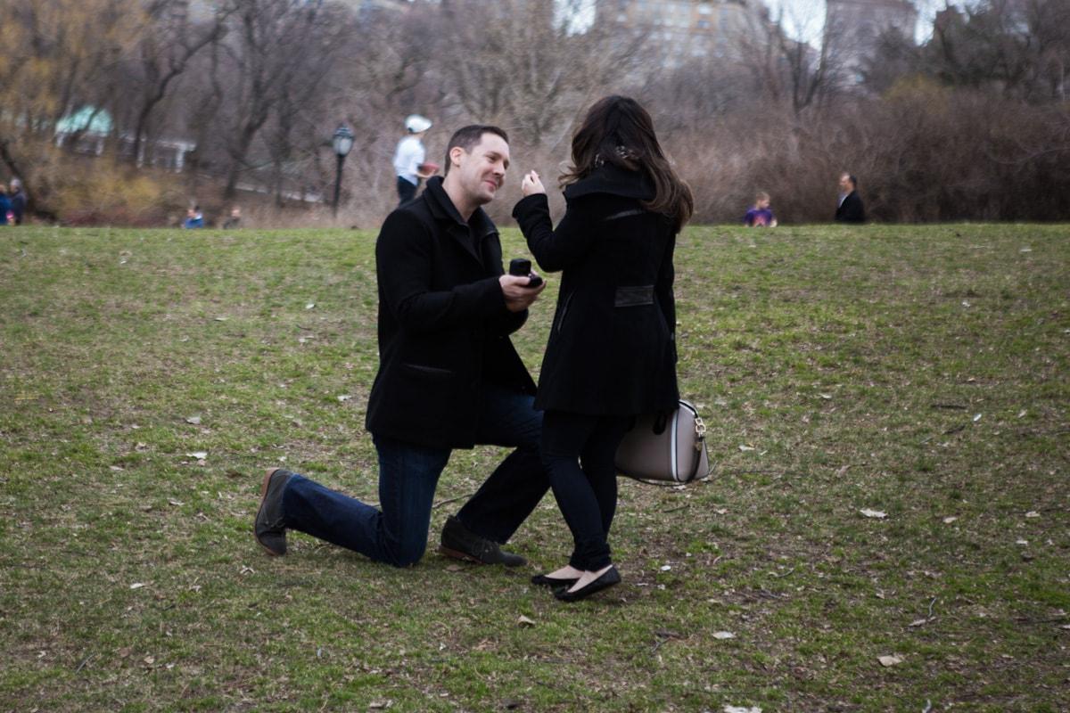 Photo Secret Proposal near Bow bridge, Central Park | VladLeto