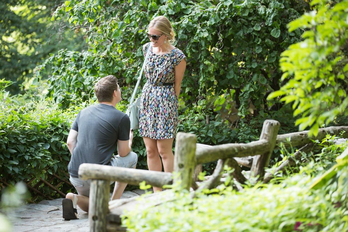 Photo Shakespeare Garden Marriage Proposal | VladLeto