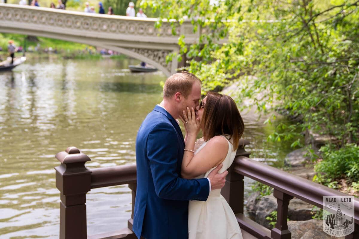Photo 2 Proposal in front of Bow bridge in Central Park. | VladLeto