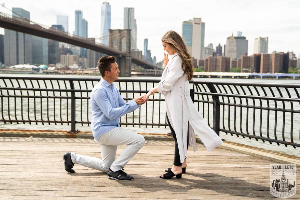 Photo Brooklyn Bridge Engagement Photos | VladLeto