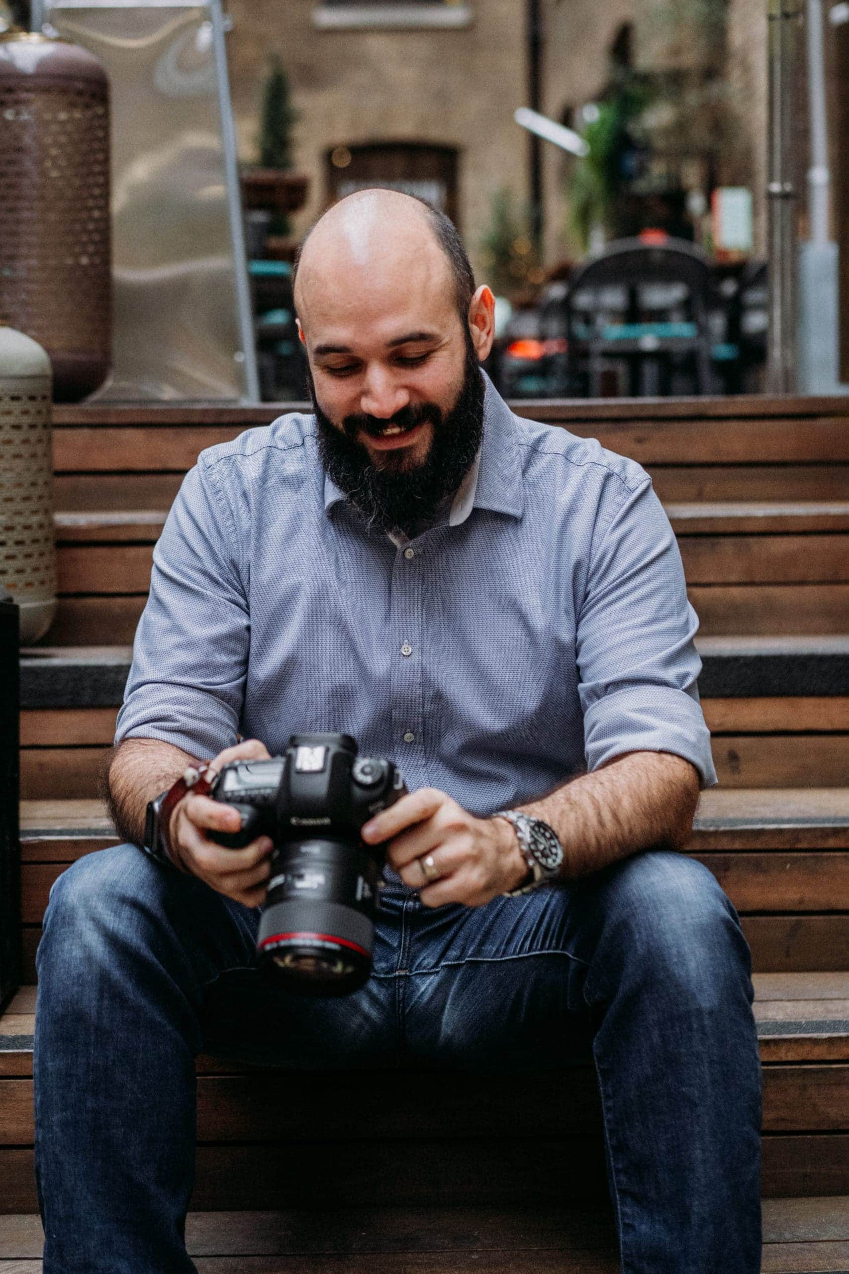 Steve Mulvey Sitting on the steps camera review