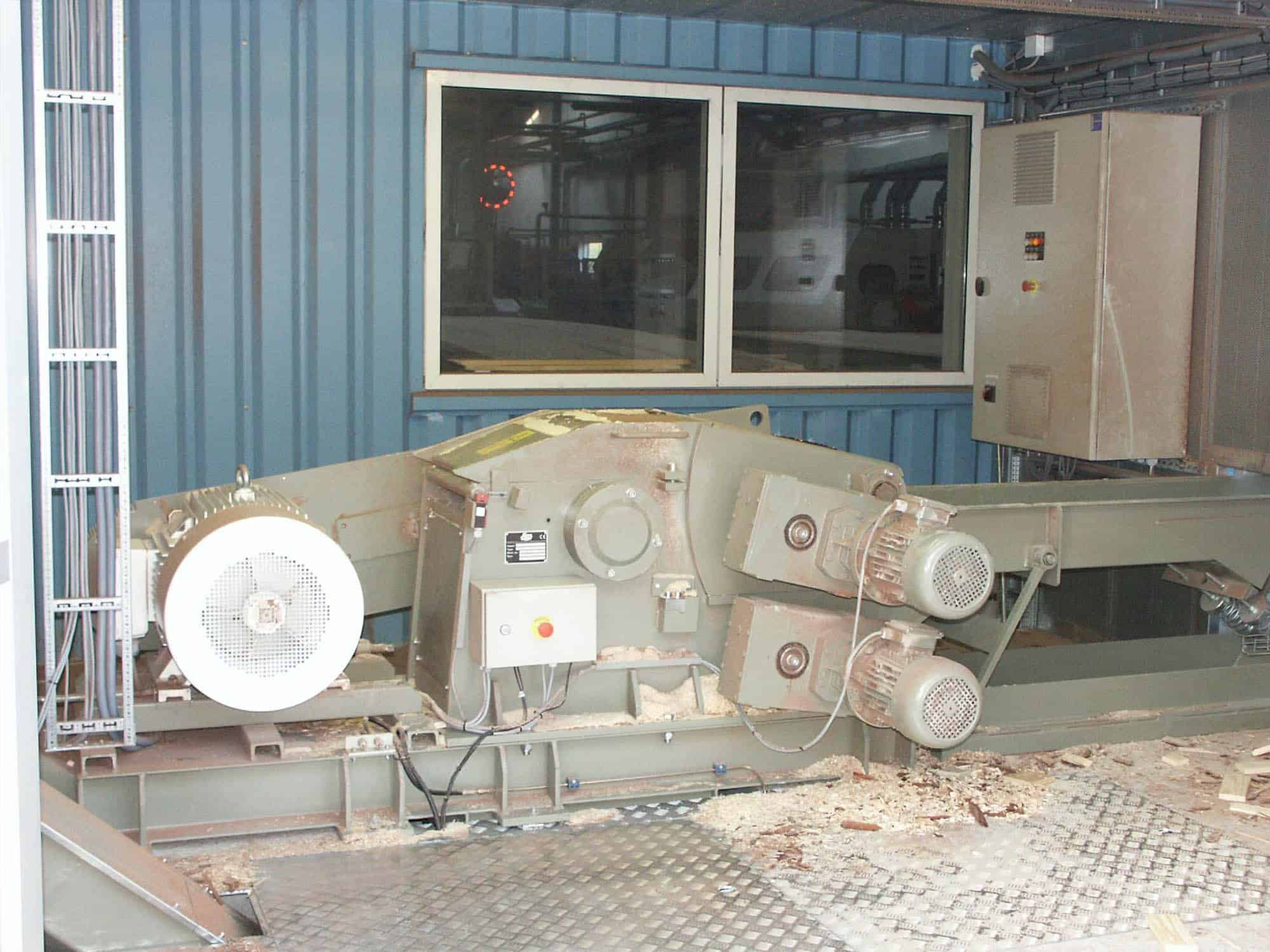 Scanhugger HT 45-45-2 wood chipepr at factory with vitration table