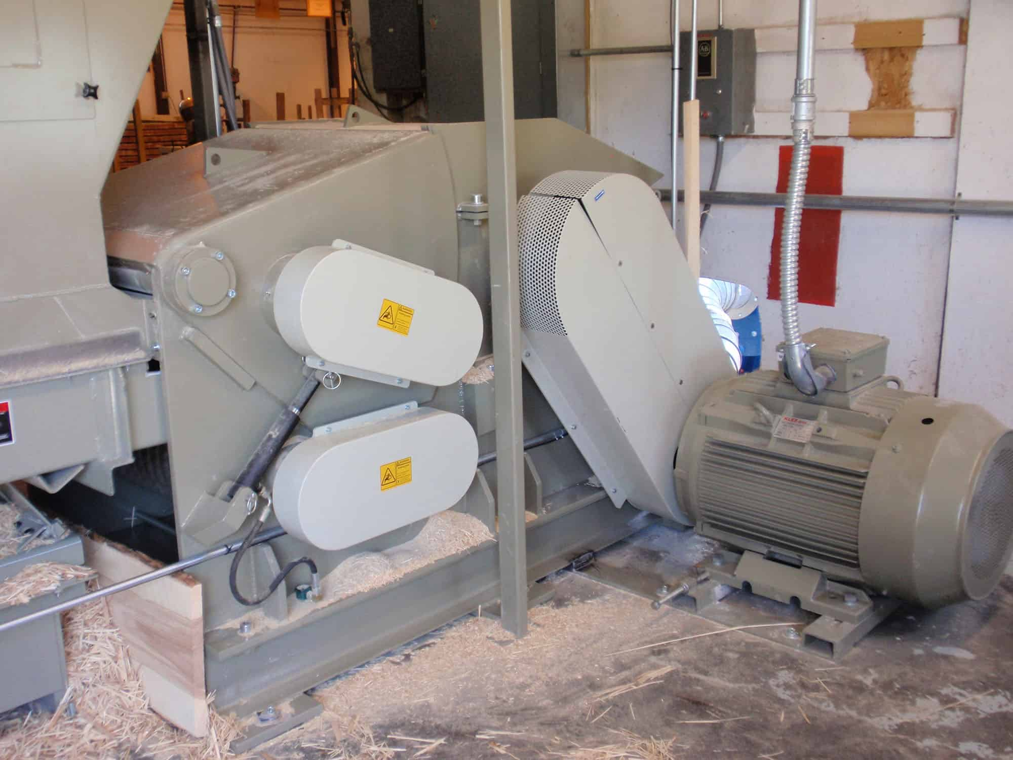 ood chipper with custom magasine and conveyer from the side