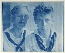 220px-F.H._Day_and_Maynard_White_in_sailor_suits,_portrait_LCCN93512925