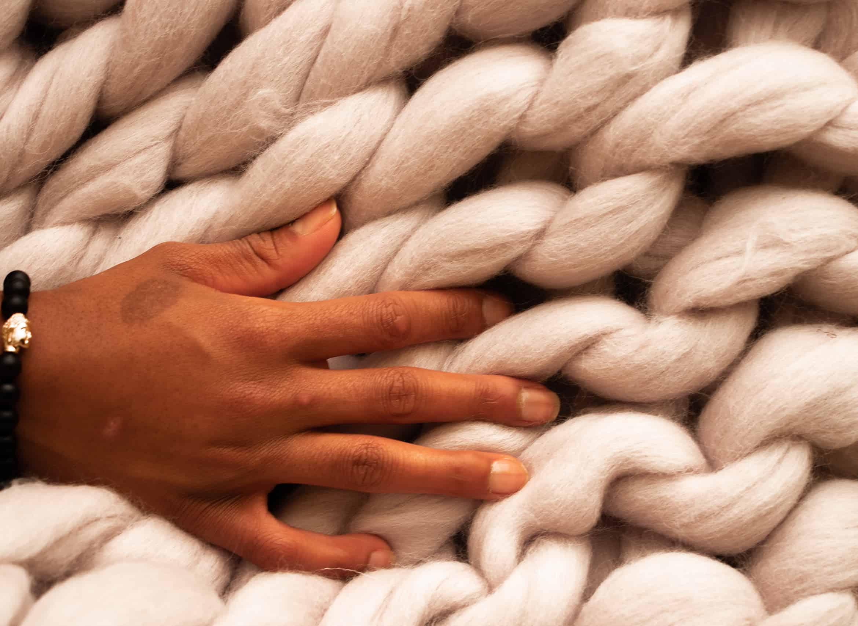 best-cozy-chunky-knit-blanket