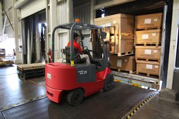 CaseStack warehouses are mixing centers for small brands