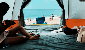 Women resting a tent to cool off thanks to their tent fan