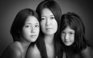 artistic-fine-art-glamour-mother-daughter-photos-juliati-photography