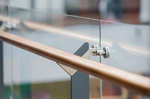 Glas als Absturzsicherung ist hocheffektiv. Mehr erfahren Sie mit Tipp-zum-Bau.
