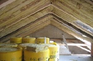 Welche Dämmstoffe sich für die Kellerdeckendämmung eignen, erklärt Ihnen Tipp zum Bau.