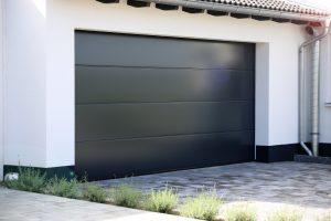 Informationen über moderne Garagentore gibt's bei Tipp zum Bau.