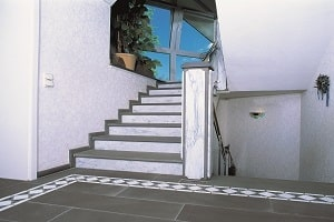 Erfahren Sie bei Tipp zum Bau, warum sich eine Natursteintreppe auch in Ihrem Haushalt lohnt.