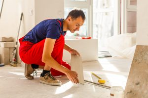 Tipp zum Bau erklärt Ihnen den Einbau der Schlüter Schiene Schritt für Schritt.