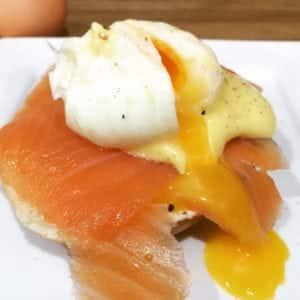 Egg Benedict Recipe   AmateurChef.co.uk