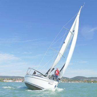 Bavaria Cruiser 33 sailboat charter   Füredyacht Charter