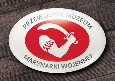 przypinka owalna z logo muzeum marynarki wojennej