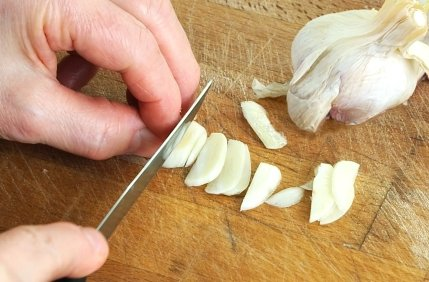 ingredienti per pizza marinara: aglio