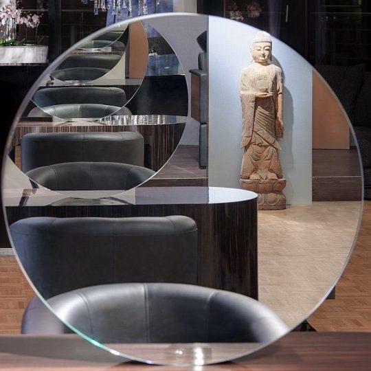 Dennis Creuzberg styling table