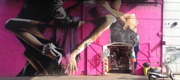 Mural en Avenida Libertador Palermo Buenos Aires