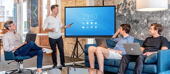 écran tactile géant salle de réunion classe