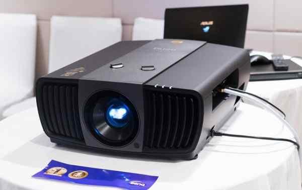 Máy chiếu giải trí 4K cao cấp BenQ W11000