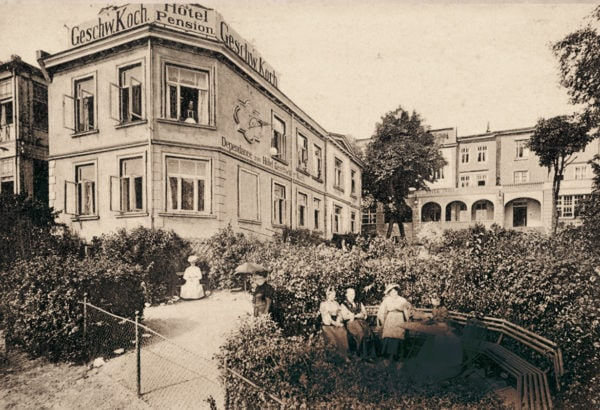 """At the property line to the hotel """"Prinz Heinrich"""", ca. 1905, © City Archives and City Library Sassnitz"""