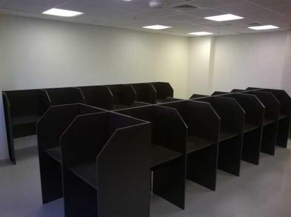 стол с перегородками для колл центров