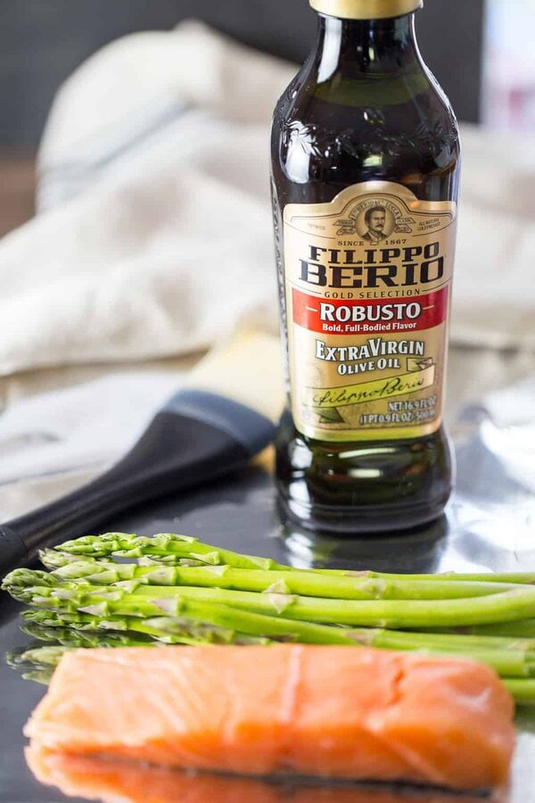 Salmon Foil Packets with Asparagus and Olive Oil