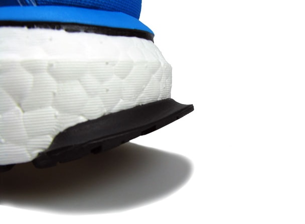 Выступ на подошве для улучшения контакта с поверхностью во время постановки стопы