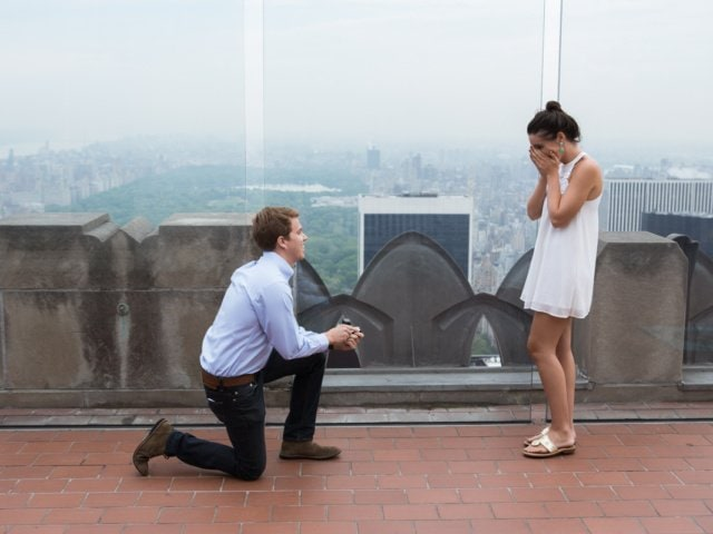 Rooftop proposal. Photographer Vlad Leto
