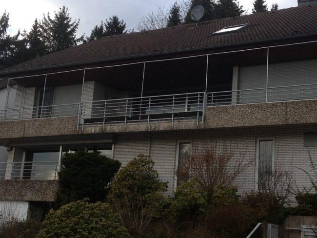 langen Balkon mit Katzennetz sichern