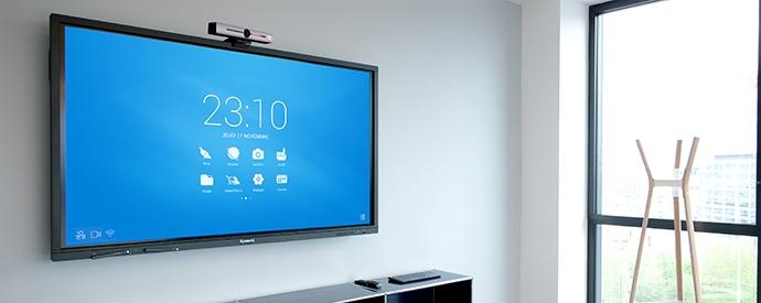 Caméra de visioconférence 4K ePTZ sur un écran interactif