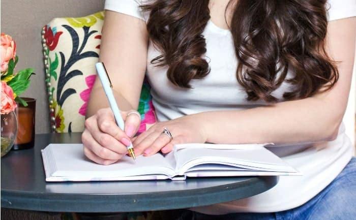 Writing_desk_journal_pen_wide