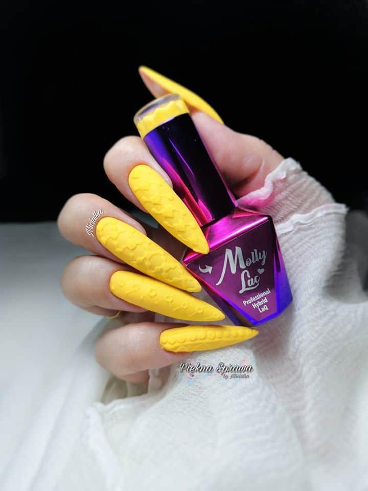 żółte neonowe paznokcie hybrydowe