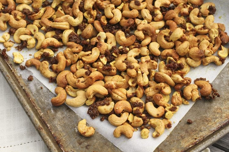 curried maple cashews