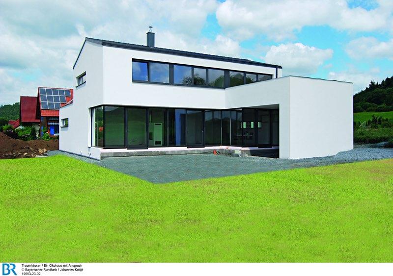 Großzügig geöffnet nach Süden, mit einer großen, geschützten Terrasse: das Ökohaus mit Anspruch. Bild: BR/Johannes Kottje.