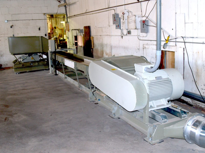Wood Chipper With Suction Pipe With Vibration Table And Conveyor