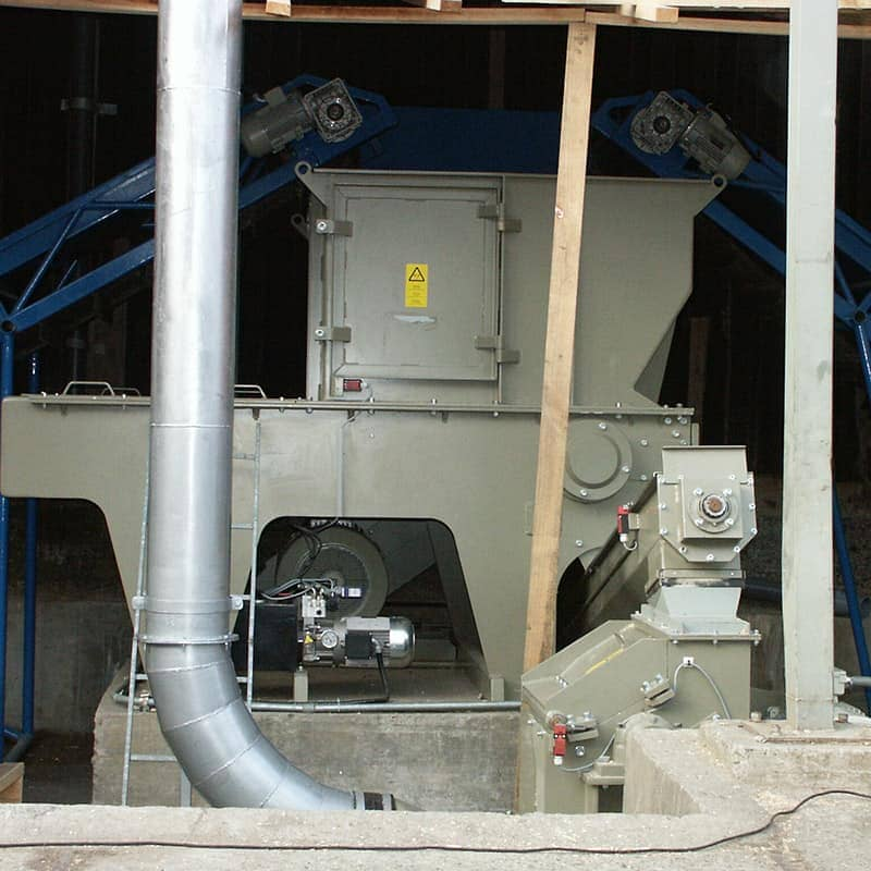 wood shredder with two conveyors and reshredder and suction pipes