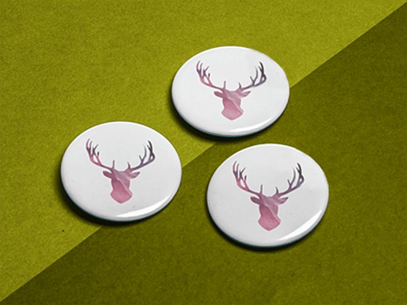 przypinki z jeleniem okrągłe
