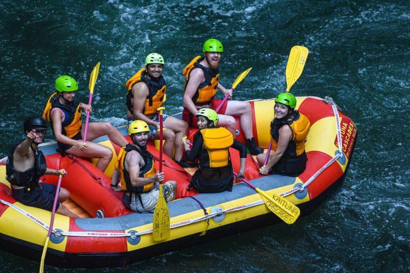 group photo on rotorua rafting adventure with kaituna cascades