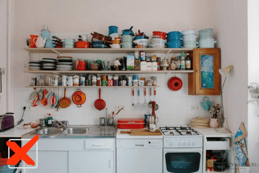 Заставленная, неаккуратная кухня
