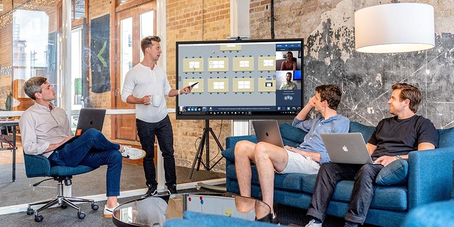 Salle de visioconférence avec un écran interactif SpeechiTouch Pro